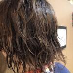 年齢とともに気になり出したらこれをする!うねる髪の毛の原因と対処法